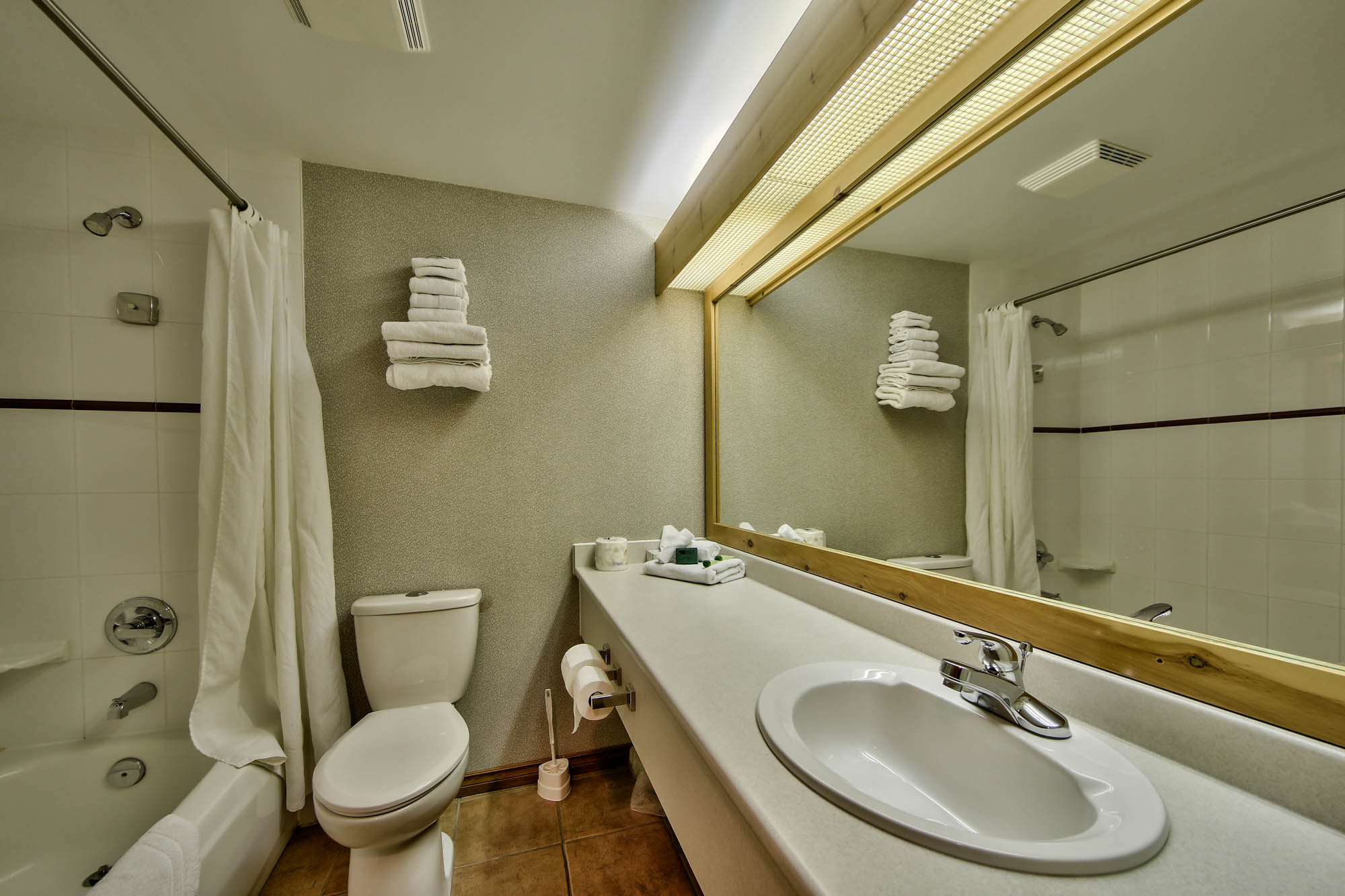hs-lofted-studio-q-bathroom